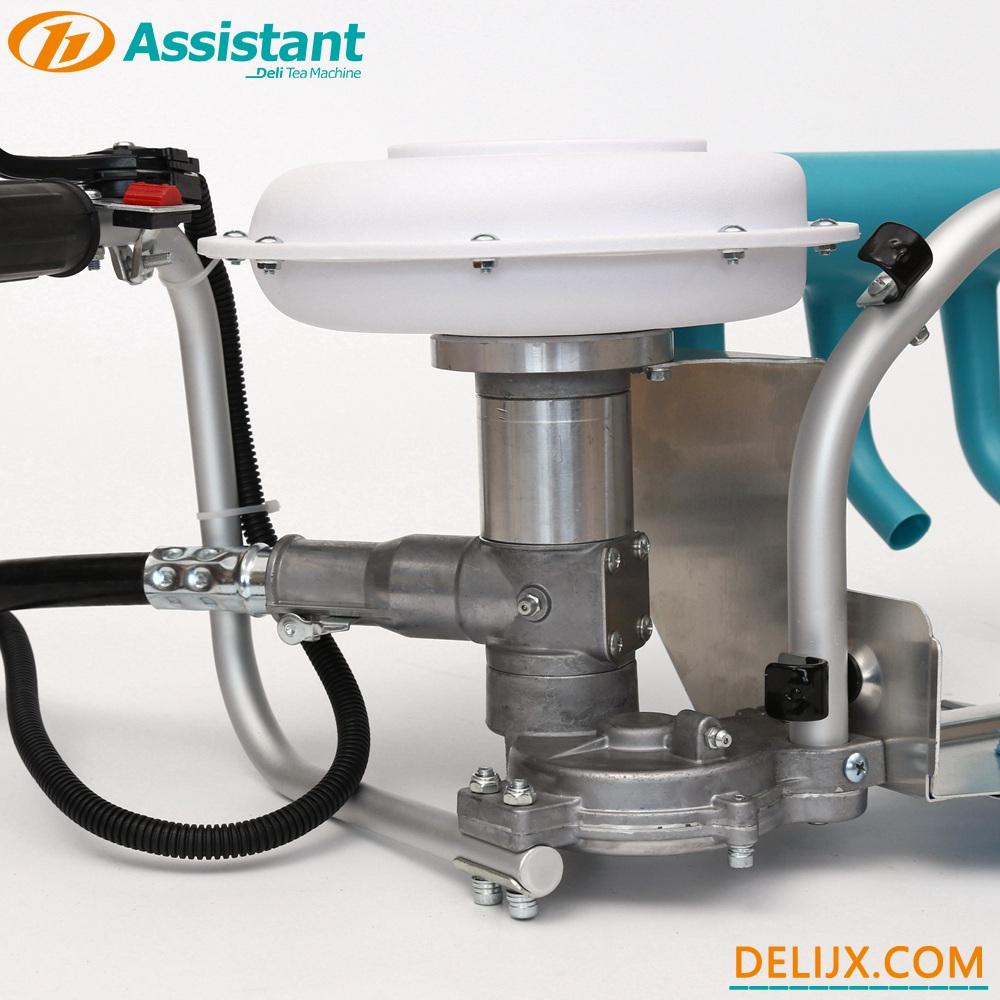 China Backpack Type Tea Leaf Plucking Machine With MITSUBISHI TU26 Engine DL-4C-T manufacturer
